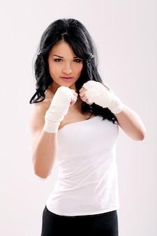 Vrouw klaar voor boksen