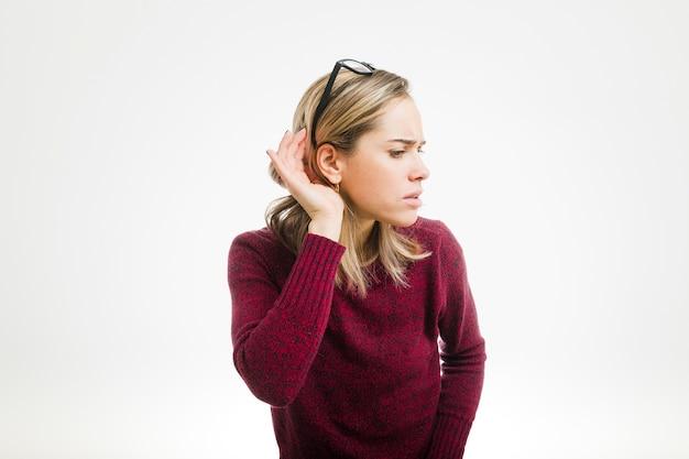 Vrouw luisteren