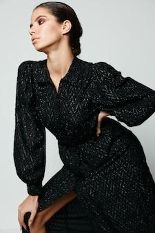 Vrouw make-up gezicht zwarte jurken mode charme.