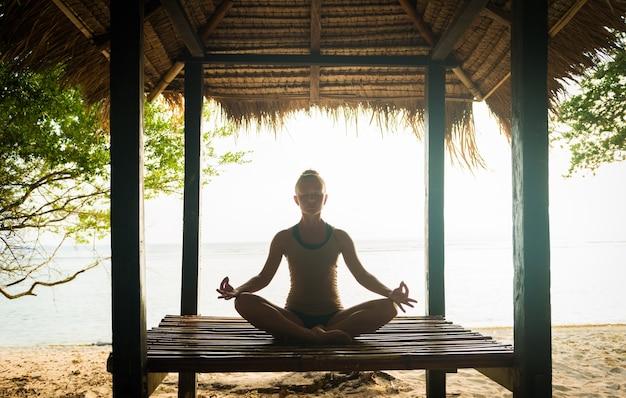 Vrouw mediteren