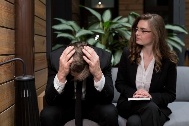 Vrouw meldde slecht nieuws aan een medewerker