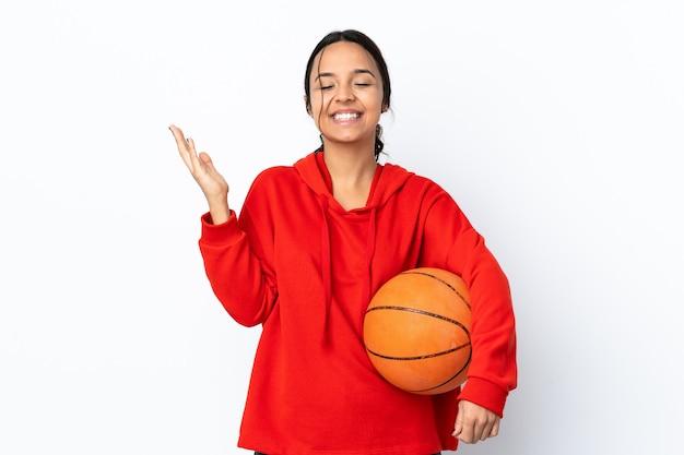 Vrouw met basketbal bal