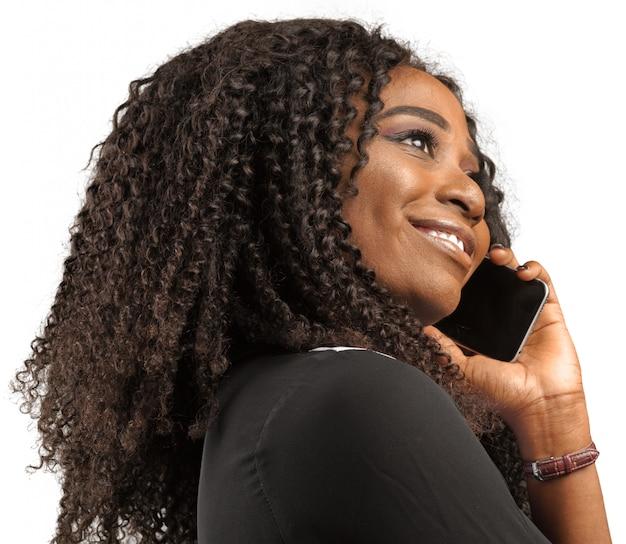Vrouw met behulp van smartphone
