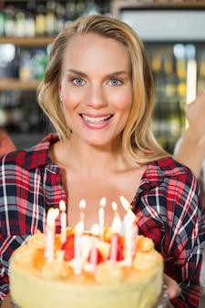 Vrouw met cake