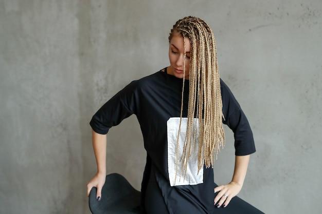 Vrouw met dreadlocks