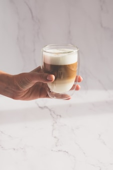 Vrouw met een kopje koffie