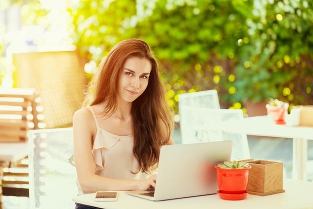 Vrouw met een laptop