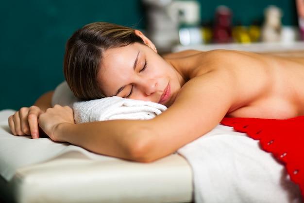 Vrouw met een massage