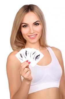 Vrouw met kaarten met ogen