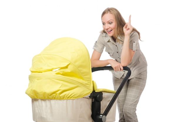 Vrouw met kinderwagen op wit wordt geïsoleerd dat