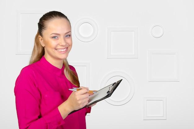 Vrouw met klembord