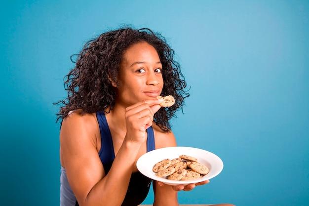 Vrouw met koekjes