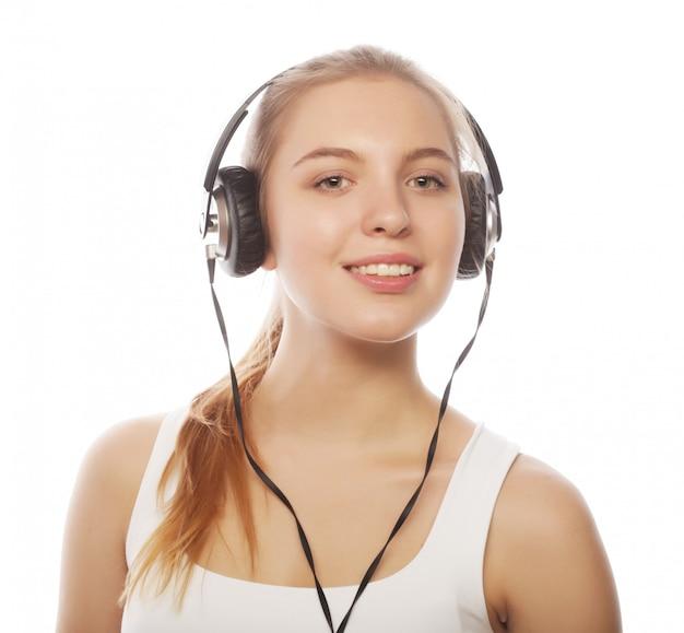 Vrouw met koptelefoon luisteren muziek. muziek tiener meisje isol