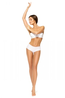 Vrouw met mooi lichaam op een witte achtergrond