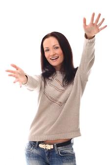 Vrouw met opgeheven armen om een knuffel te geven