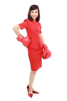 Vrouw met rode bokshandschoenen