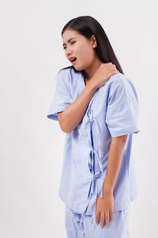 Vrouw met schouder- of nekpijn, stijfheid, letsel, kantoorsyndroom