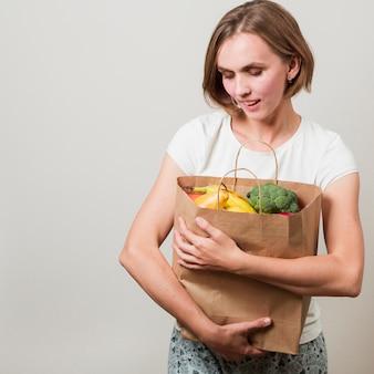Vrouw met voedsel