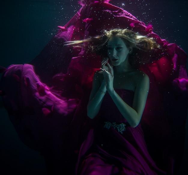 Vrouw onderwater