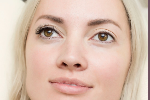 Vrouw oog met lange blauwe wimpers