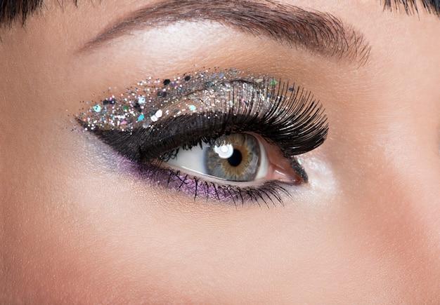 Vrouw oog met mooie mode lichte make-up