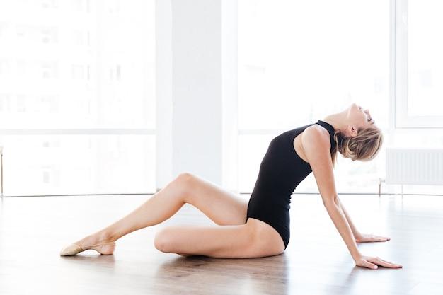 Vrouw op balletschool