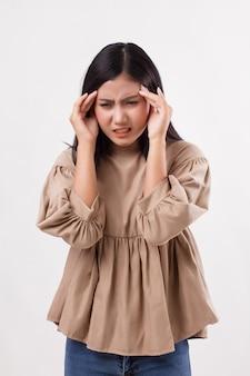 Vrouw patiënt die lijdt aan hoofdpijn, pijn