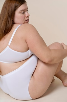 Vrouw poseren in ondergoed close-up