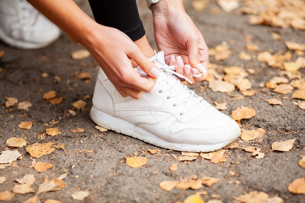 Vrouw runner aanscherping schoenkant.