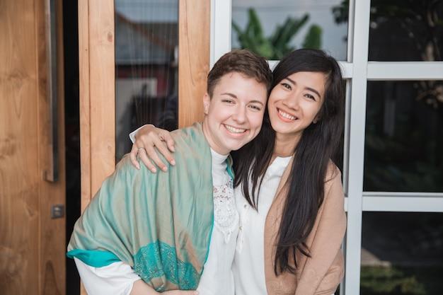 Vrouw samen glimlachen