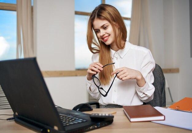 Vrouw secretaris job office officiële manager technologie