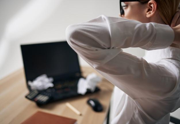 Vrouw secretaris werken office communicatie professionals emoties. hoge kwaliteit foto