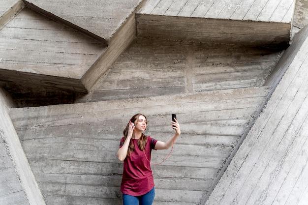 Vrouw selfie te nemen