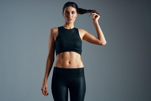 Vrouw slank figuur training oefening fitness atleet