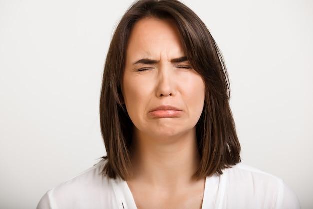 Vrouw snikken, verdrietig voelen
