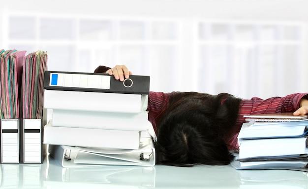 Vrouw stress in het kantoor
