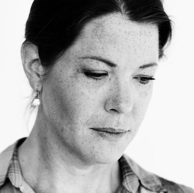 Vrouw studio shoot met gezicht depressie verdriet