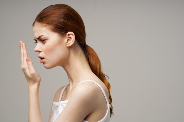 Vrouw tandheelkunde tandpijn close-up studio behandeling