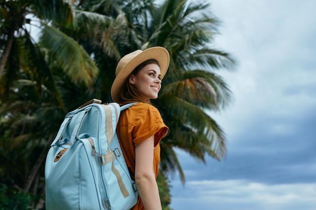 Vrouw toeristische rugzak reizen