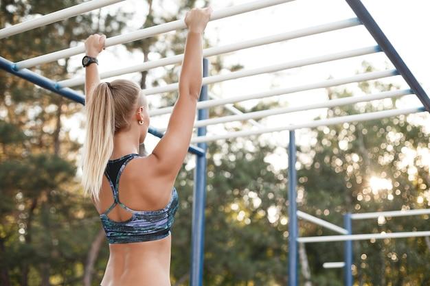 Vrouw training buitenshuis