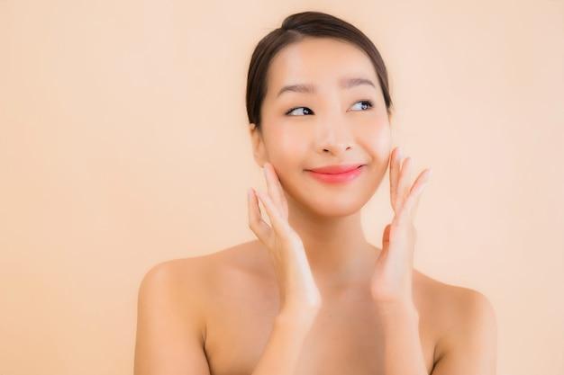 Vrouw van het portret de mooie jonge aziatische gezicht met beauty spa concept