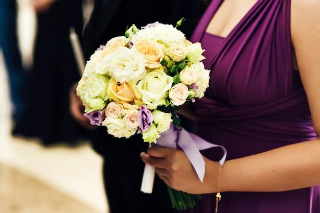 Vrouw veelkleurige bloemenmeisje romantiek
