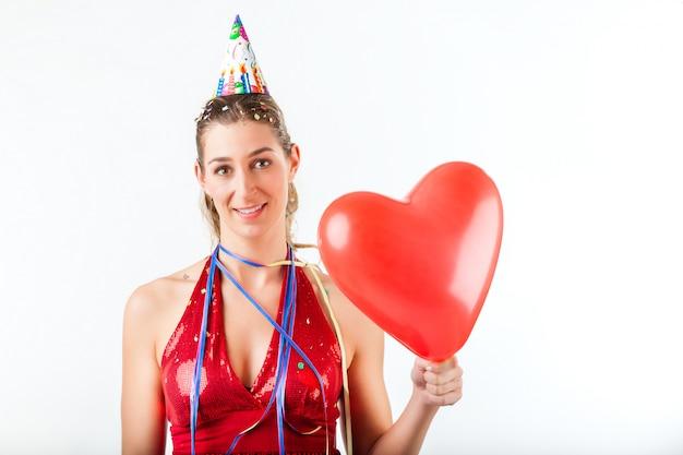 Vrouw viert verjaardag of valentijnsdag