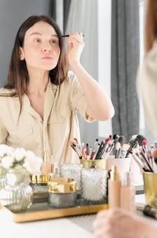 Vrouw wenkbrauw make-up