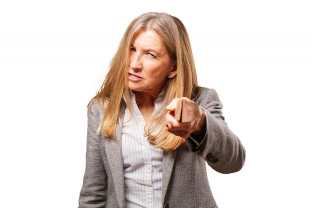 Vrouw wijzend boos