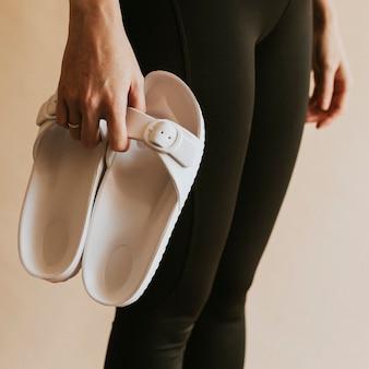 Vrouw witte sandaal mockup kleding mockup