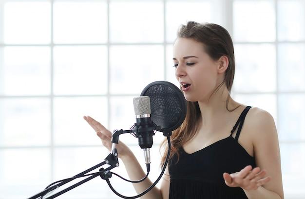 Vrouw zangeres