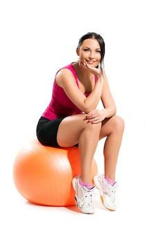 Vrouw, zittend op de bal