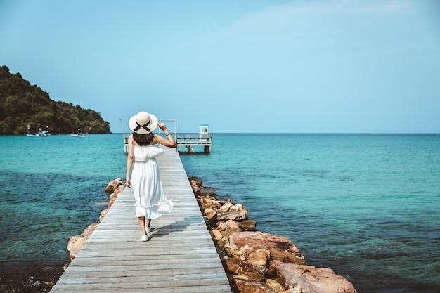 Vrouw zomer ontspannen vakantie