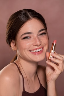 Vrouwelijk model met natuurlijke make-up